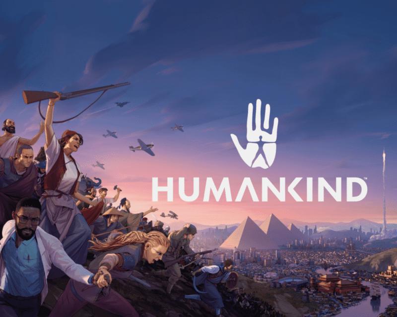 Logo gry Humankind, wojowniczy, krzyczący ludzie z bronią, wschód lub zachód słońca, w tle piramidy